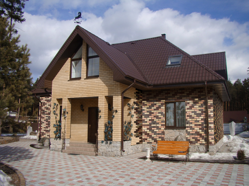 секрету фото домов из желтого и коричневого кирпича катка расположены